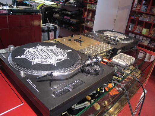 PAPA COJIE in store charity Record play